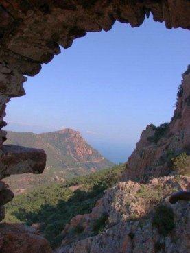 Découverte de l'Estérel A travers des ruines de la Sainte Baume